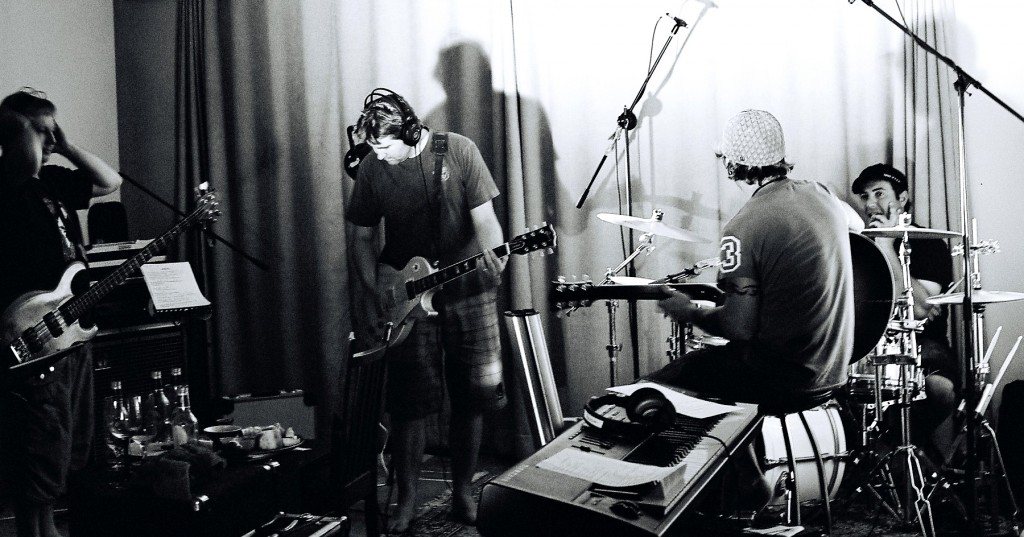 band 08 Studio shot Good